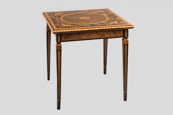 tavolino legno intarsiato